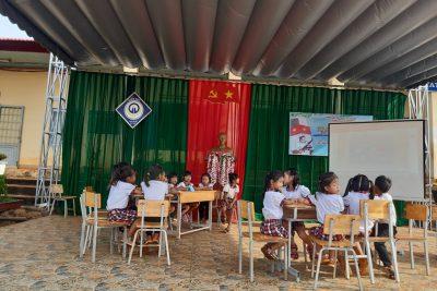 """KẾ HOẠCH HOẠT ĐỘNG TRẢI NGHIỆM KHỐI I. Chủ đề: """" Em yêu biển đảo Việt Nam"""""""